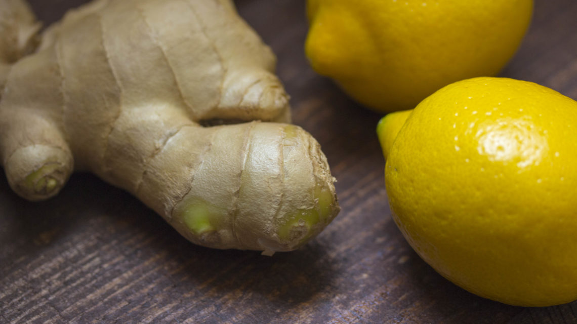 El limón o la cúrcuma tampoco son blanqueantes, como el carbón activado.